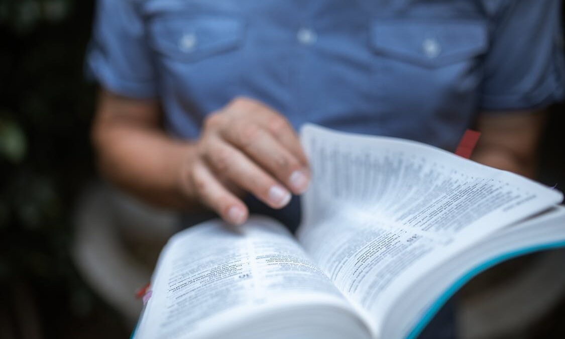 How to Study the Bible Effecively in 6 Simple Steps